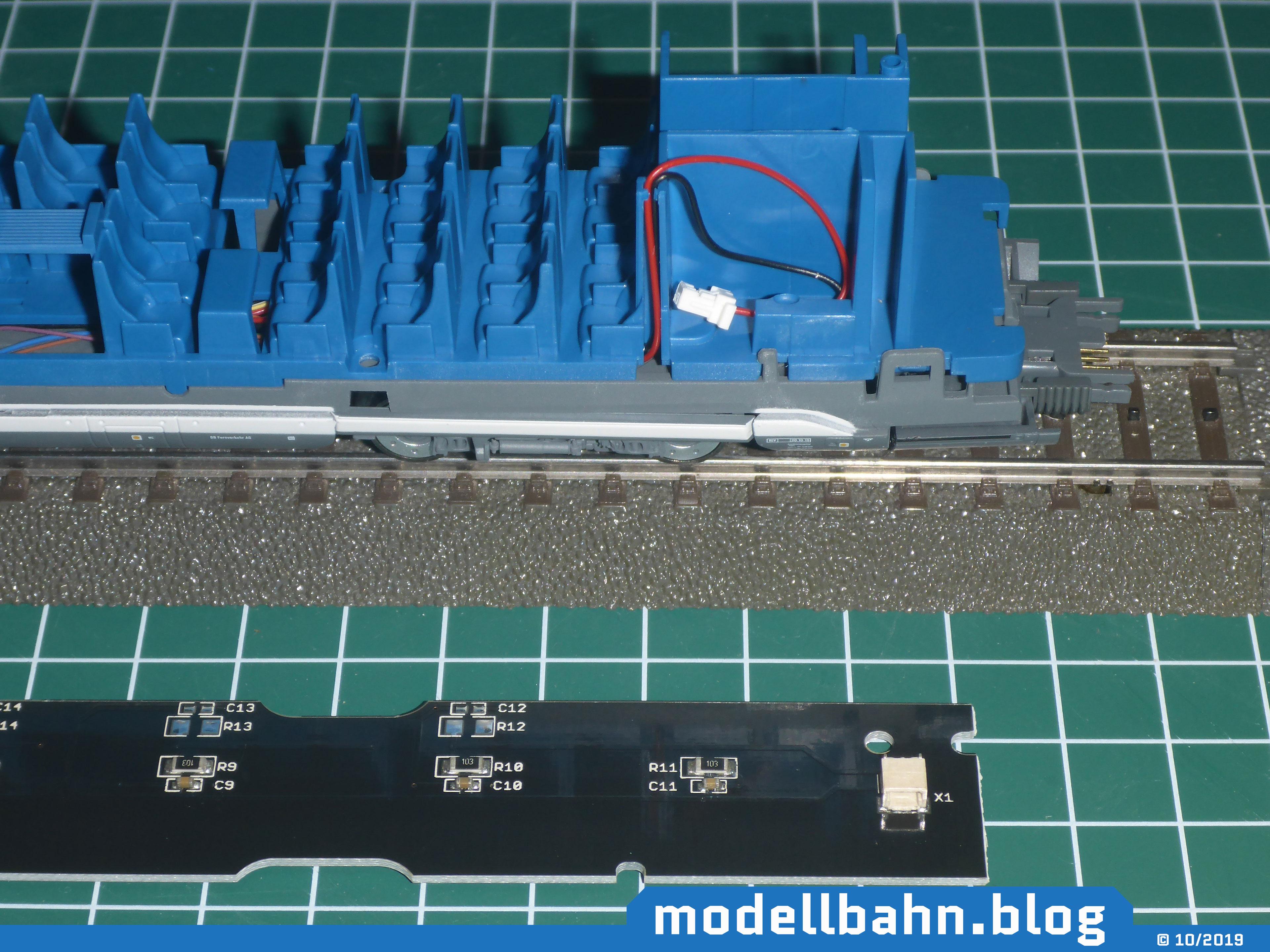 Piko 58593 ICE4 Ergänzungswagen ohne gehäuse mit davorliegender Beleuchtungsplatine 56290