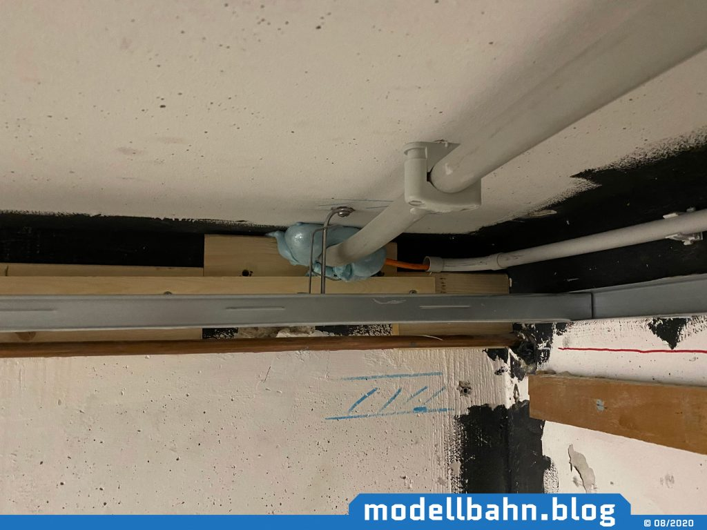 Starkstromkabel mit CAD7-Leitung Richtung Garage